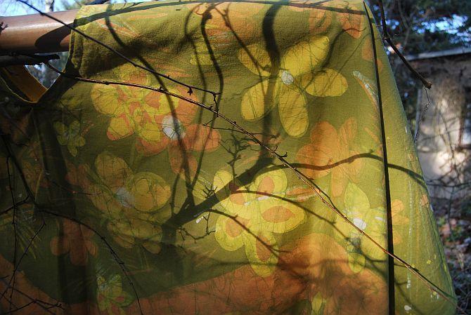 Kräuterhexen-Umhang aus gebatiktem Laken
