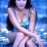 Foto Hot Pose Seksi Devi Permatasari Muda Di Mahalah Popular Hot Poses Popular Most