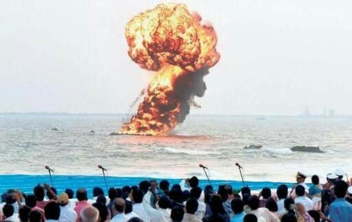 Target Practice Zeroing In The Navy S Marine Commandos Blast A Dummy Target In A Simulated War Scenario During Th Navy Day Marine Commandos Visakhapatnam