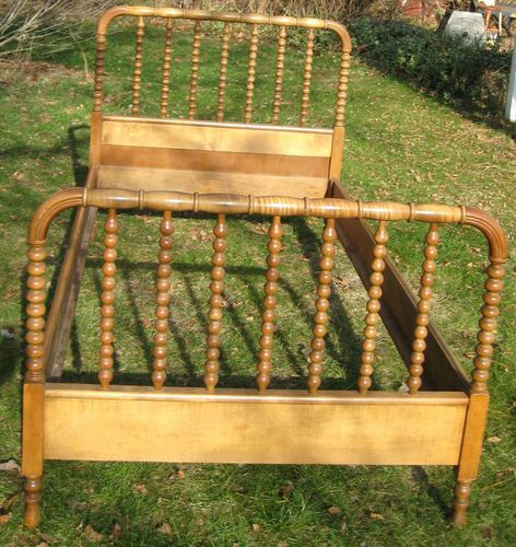 beautiful antique jenny lind spindle spool twin bed frame ebay - Antique Twin Bed Frame