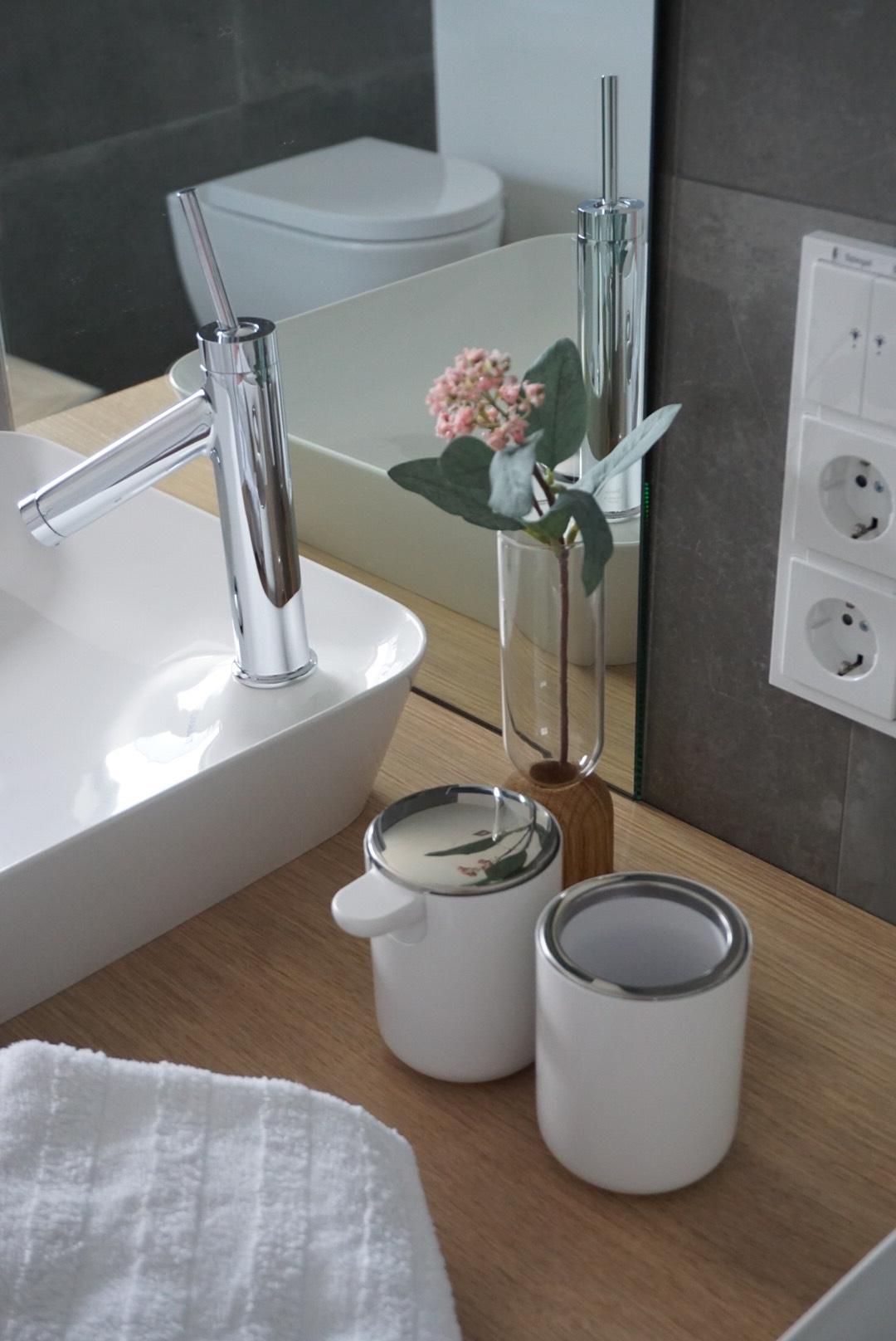 Moderne Badezimmer Dekoration Heike Heikes Homestory Auf Instagram Hat Sich Fur Bad Accessoires Von Menu Entschie Badezimmer Deko Badezimmer Badezimmerideen