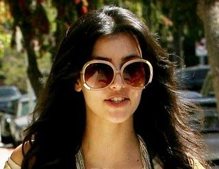 chloe sunglasses g8im  Kim Kardashian is wearing Chloe Myrtehad this!