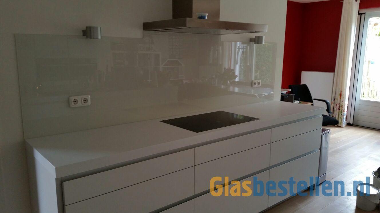 Design Stopcontact Keuken : Keuken achterwand van glas gespoten in ral met uitsparingen