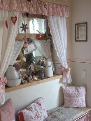 shabby little corner more shabby chic frippery. Black Bedroom Furniture Sets. Home Design Ideas