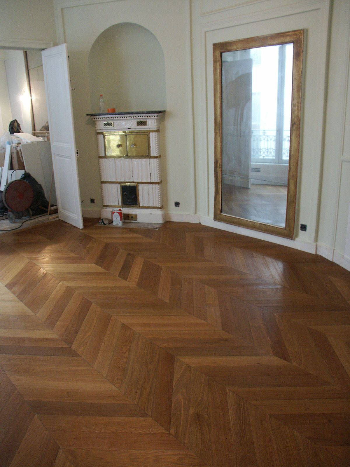 chevron parquet - like the matching golden framed mirror here ...