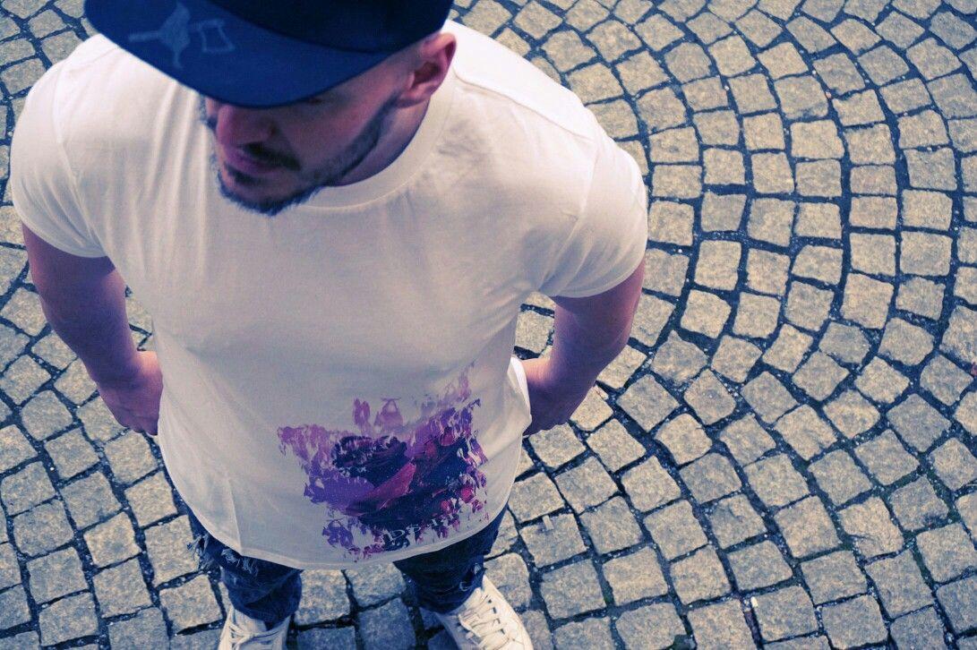 Caps und Shirts auf der Seite www.kindskopf.bayern erhältlich