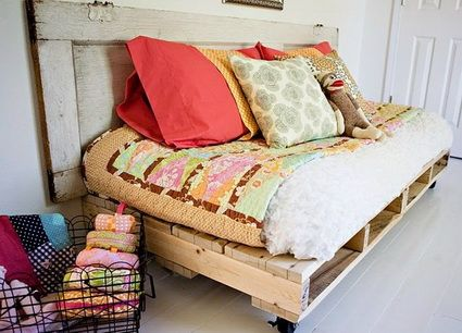 Camas hechas con palets de madera pallets pallet furniture and apartment ideas - Camas con palets ...