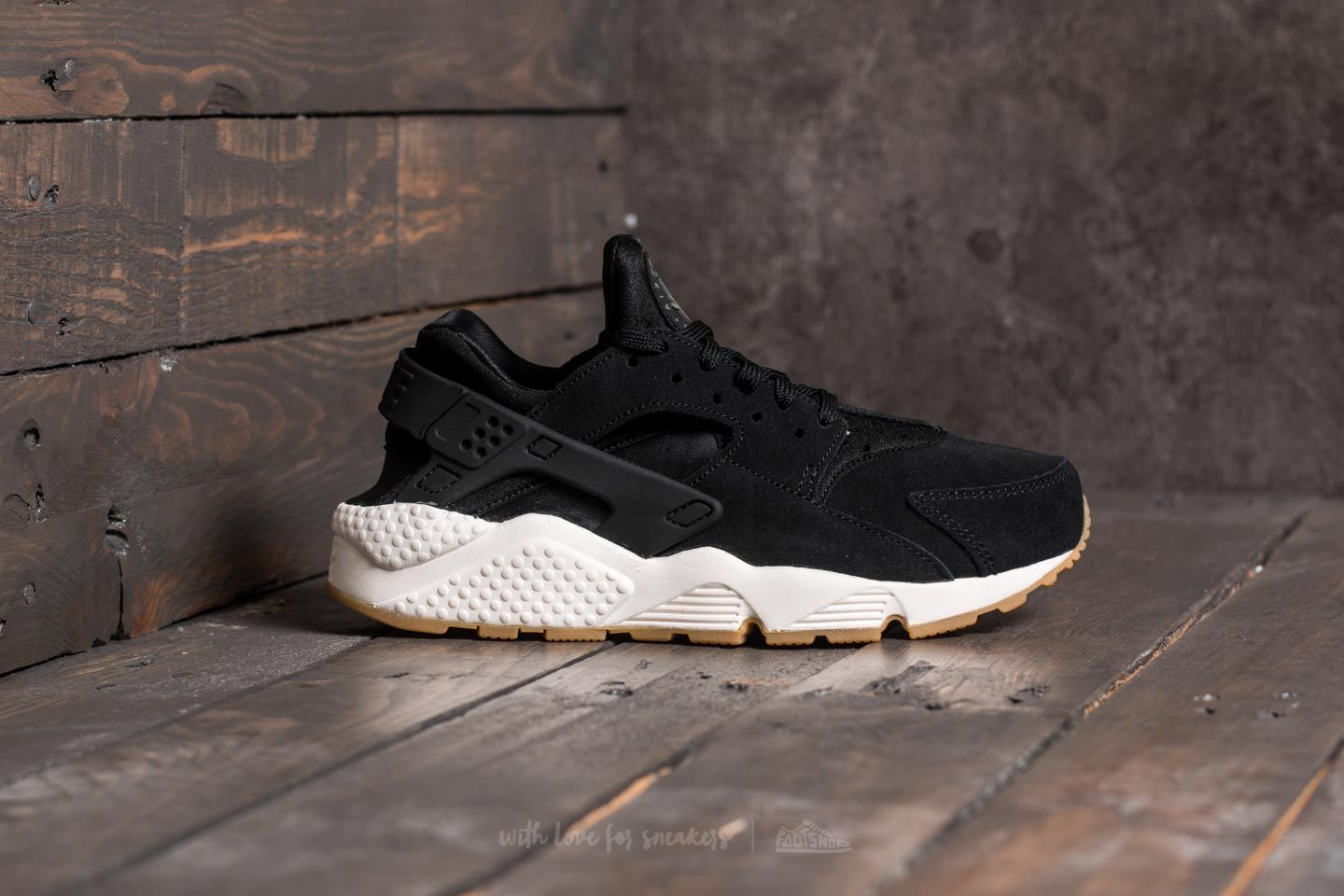 2a3ea641f97 Nike Wmns Air Huarache Run SD Black  Deep Greem-Sail at a great price 131 €  buy at Footshop