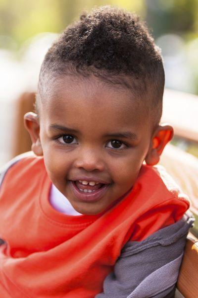 Idée coupe garçon cheveux crépu Cheveux de bébé garçon