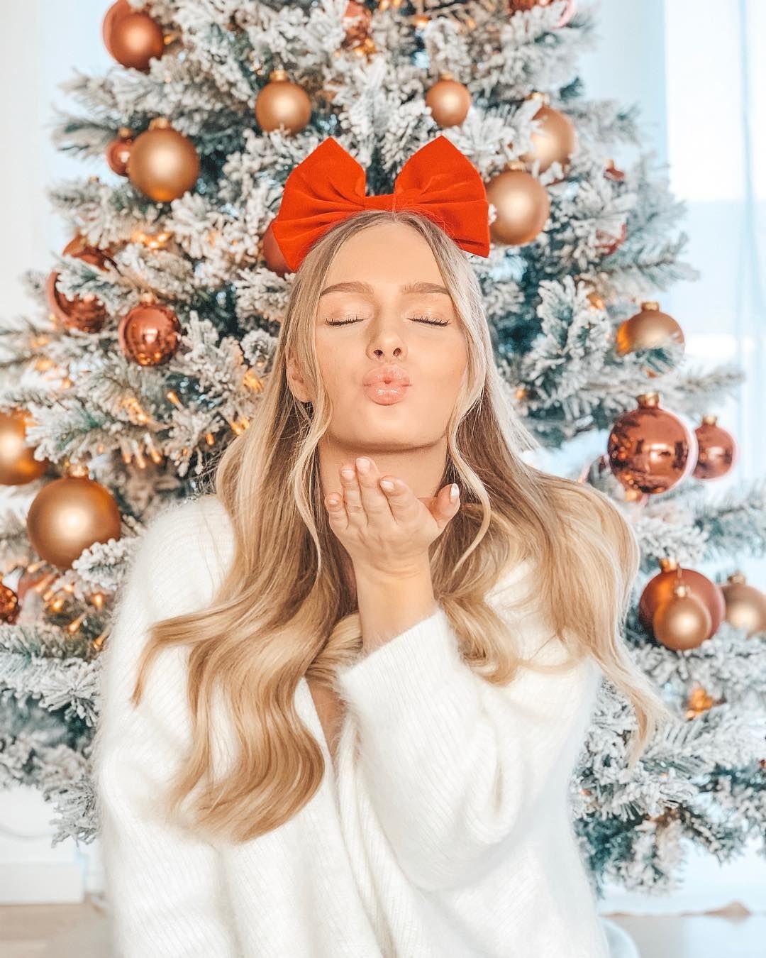 "CELINA MARIE on Instagram: ""HAPPY SUNDAY ️�️ #christmastree #christmasmood #christmas #blondesandcookies #prettylittleiiinspo"""