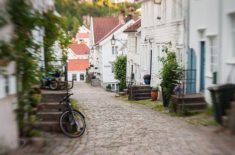 Sørlandets hvidmalede byer... Læs bloggen!  www.bighousesscandinavia.com/blog-dk/sommerferie-i-norge-srlandet