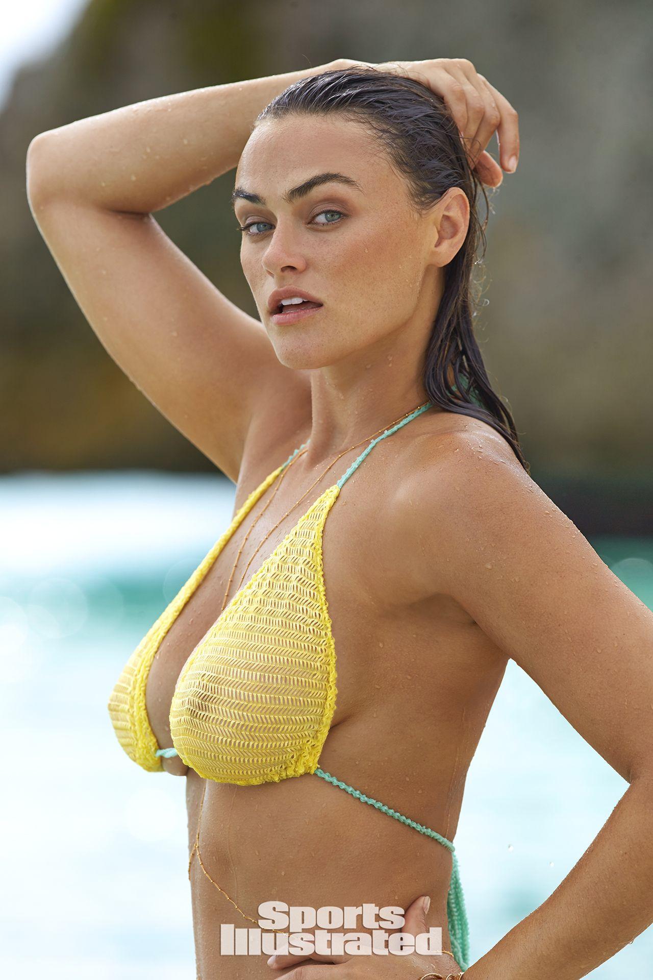 Myla Dalbesio Nude Photos 4