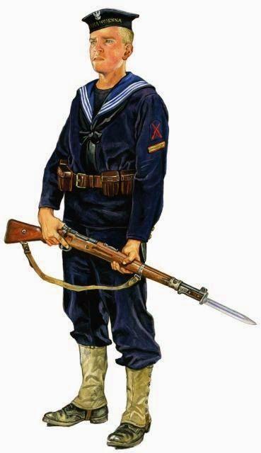 Strzelec z plutonu marynarskiego 2. Morskiego Pułku Strzelców uzbrojony w polski karabin syst. Mausera z bagnetem