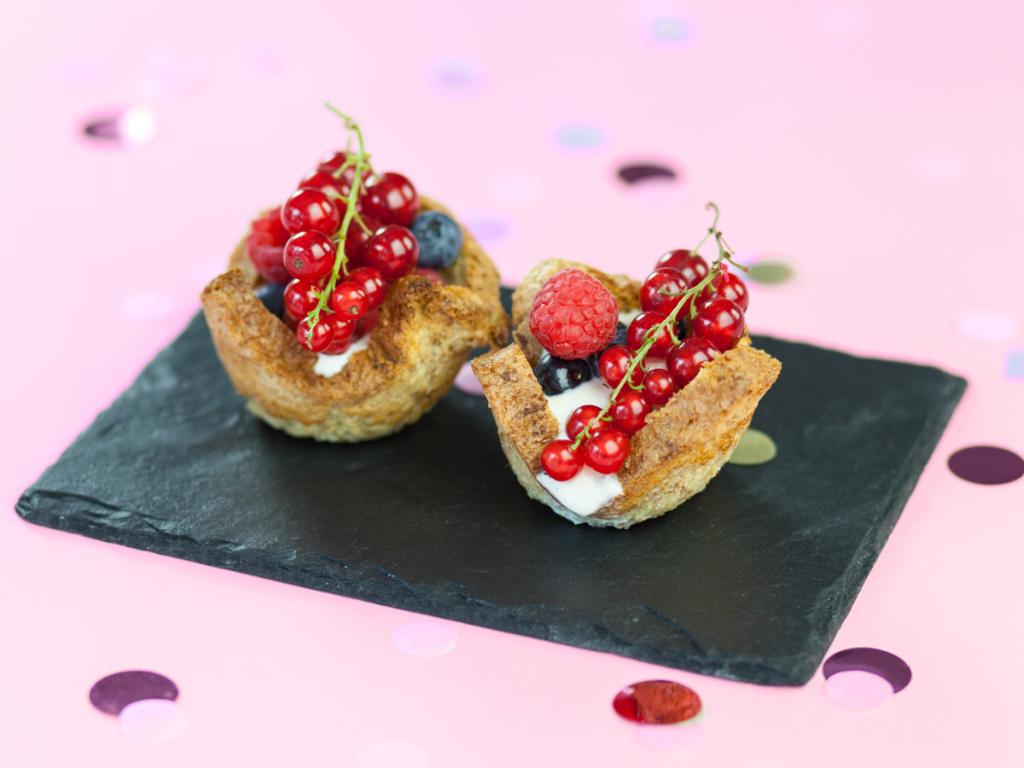 Hier kommt der FrenchToast 2.0, direkt aus der Muffinform und lecker gefüllt. Noch dazuspart er euch Zeit am Morgen.