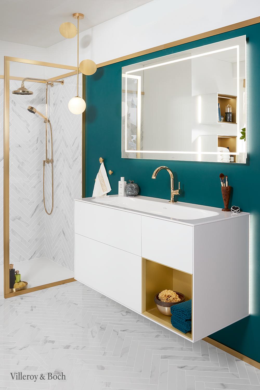 Gold And Green Bathroom Elements In 2020 Badezimmer Grun Badezimmer Dachschrage Bad Inspiration