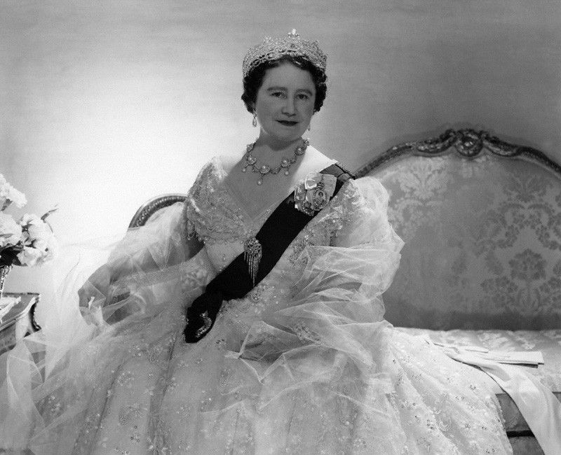 Photo by Cecil Beaton in 1957 of Dowager Queen Elizabeth ...