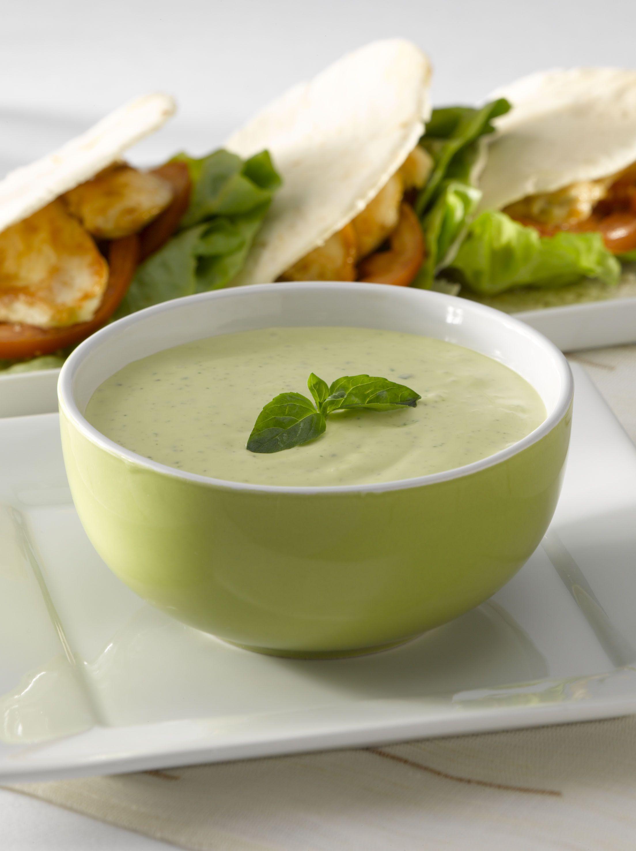 Salsa De Yoghurt Con Albahaca Y Ajo Salsa De Yogur Salsas