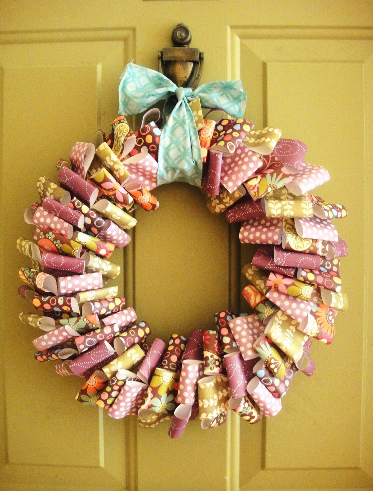 Another paper wreath scrap pinterest coronas - Manualidades con papel navidenas ...
