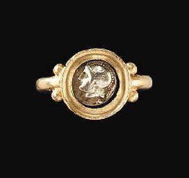 A ROMAN GOLD FINGER RING                                                                                                                                                                       CIRCA 3RD CENTURY A.D.
