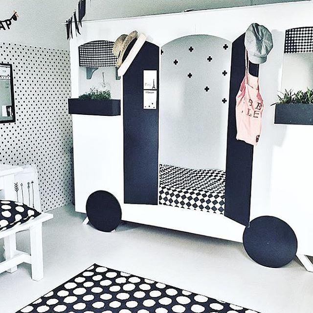 """D I Y  Underbar """"husvagn"""" perfekt som DIY-projekt till barnrummet   @bregjestyling #barnrumsinspo #kidsroom #kidsinspo #barnrum"""