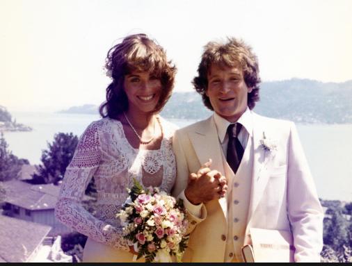 Valerie Velardi Wedding Dress Robin Williams Robin Retro Photo Pop culture december 18, 2020. pinterest
