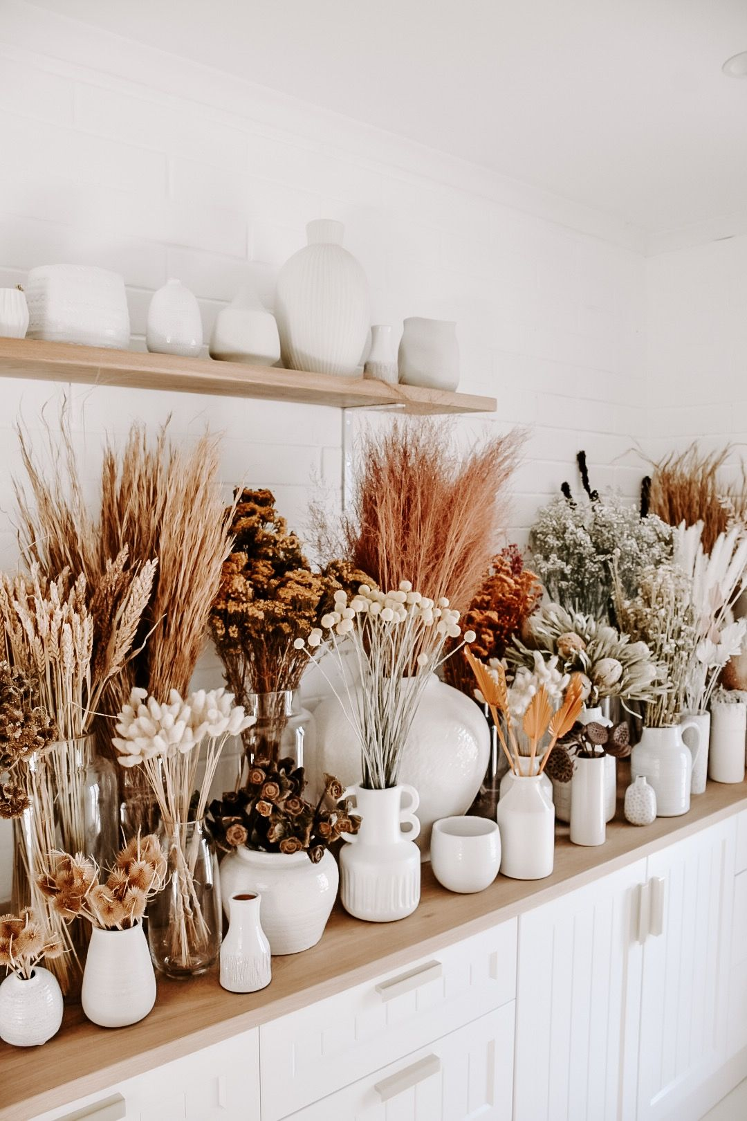Our dried flower bar has been restocked and currently features dried whiskey grass, banksias, bunny tails, pink love grass, pampas grass, wheat, daisies, lotus pods and gum nuts. Visit us in store or view a selection via our website #driedflowers #flowers #driedflowerbar #natives #flowerdreams #flowergoals