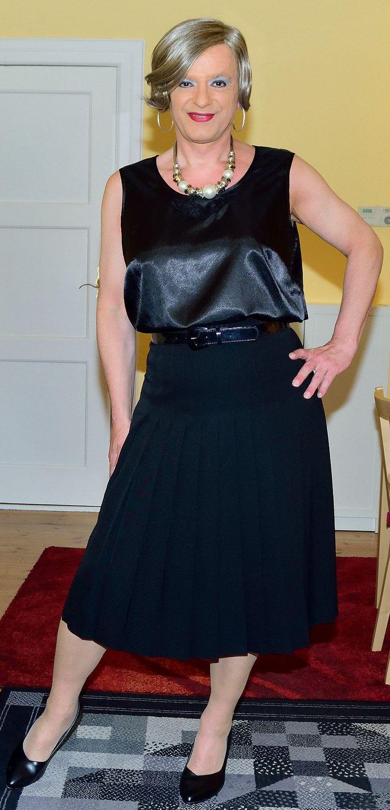 Birgit025441 in 2020 Fashion, Leather skirt, Demure