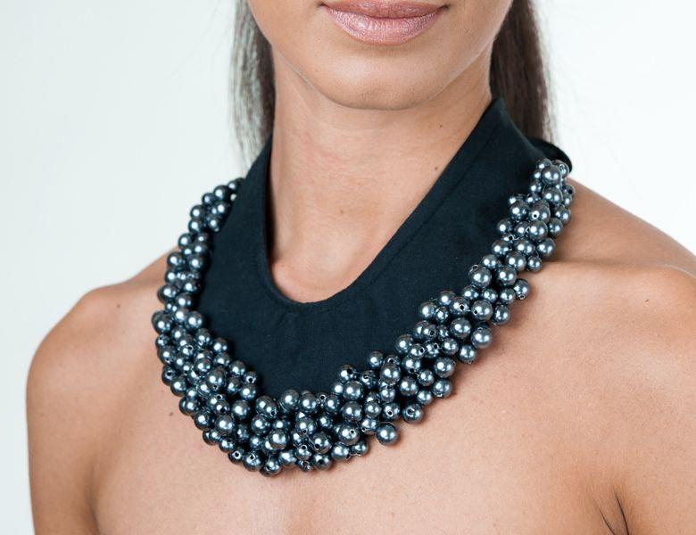 Stoffkette mit Perlenstickerei                              …