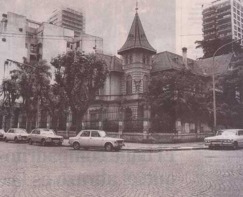 La Casa Del ángel De Estilo Normando Este Caserón De Dos Plantas Y Un Mirador Había Sido Con Buenos Aires Arquitectura Buenos Aires Ciudad De Buenos Aires