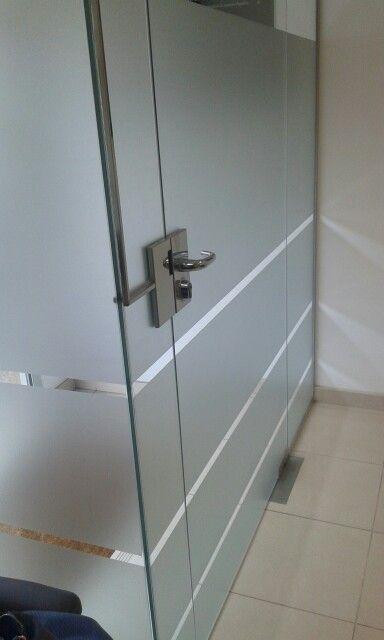 Cristaleria Visega Puerta De Cristal Con Cerradura Y Cerradero Electrico En Todo Vidrio Tenerife Puertas De Vidrio Puerta De Vidrio Canceles De Aluminio