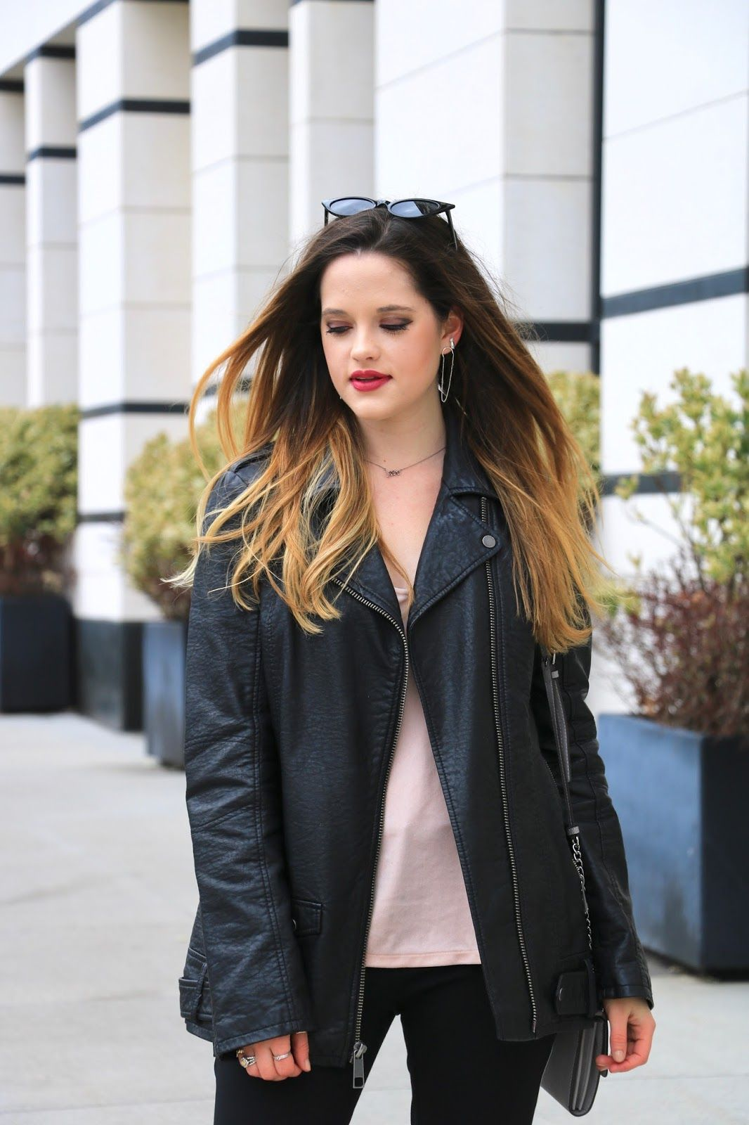 How to wear an oversized leather jacket.