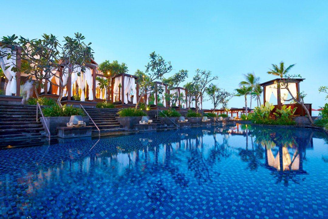 30 Best Hotel Pools In The World Resort Em Bali Bali Resort Piscinas Incriveis