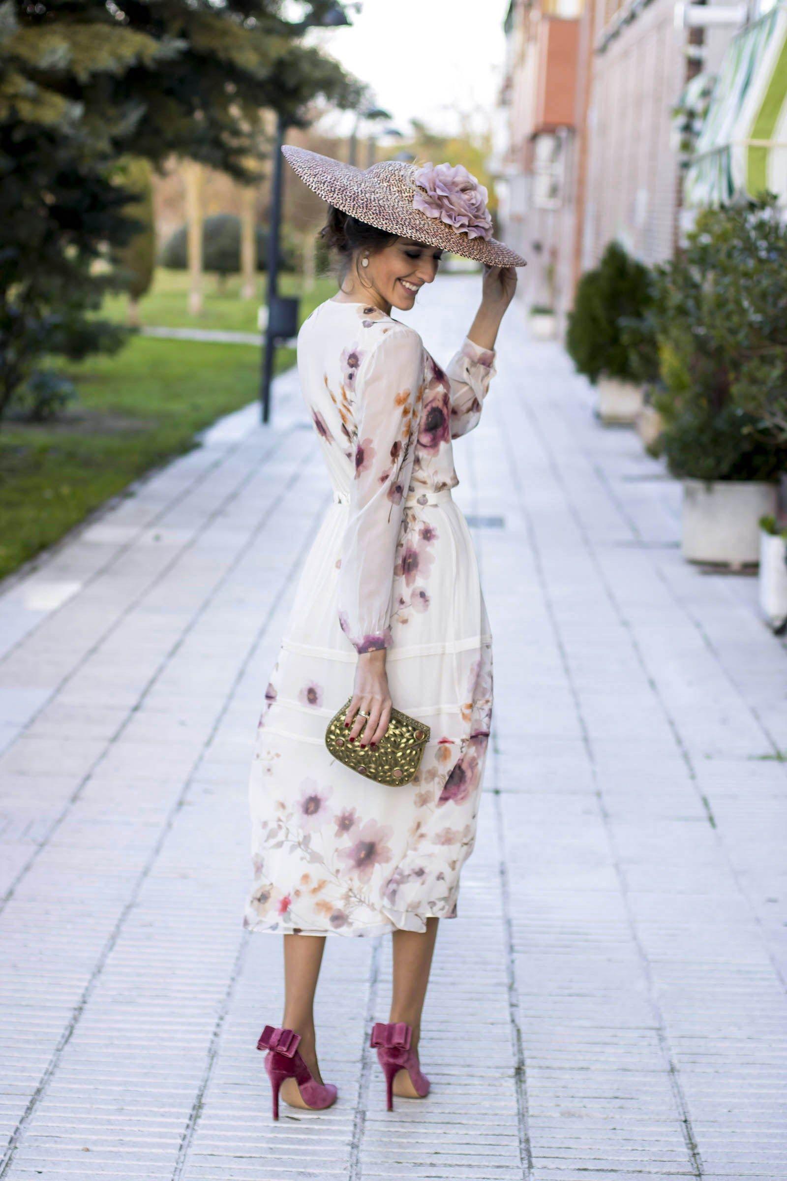 d352e17181 Look invitada boda dia zapatos terciopelo Salo Madrid