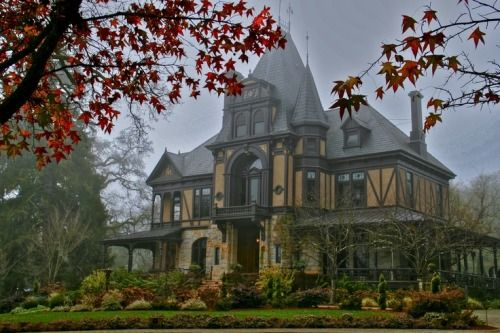 Looking Spooky Gothic House Victorian Homes Mansions