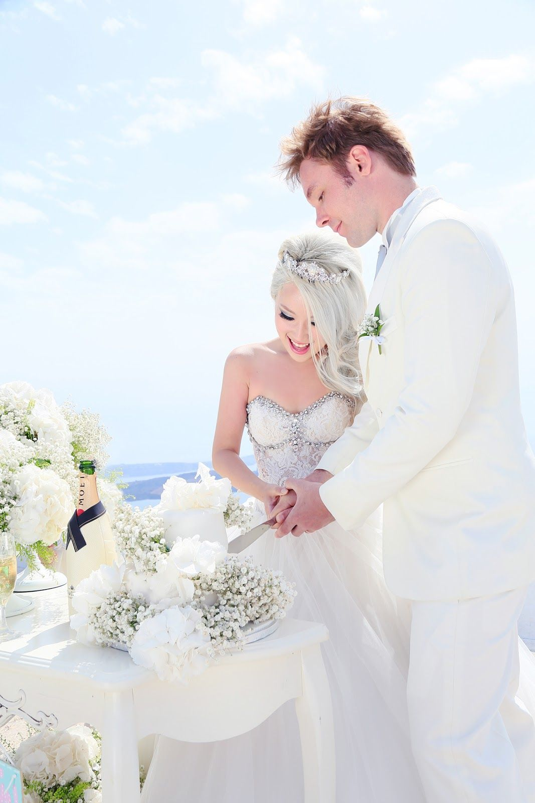 Xiaxue S Amazing Wedding Shoot With Sunrise Greece In Santorini Xiaxue Blogspot Com Wedding Photoshoot Wedding Greece Wedding