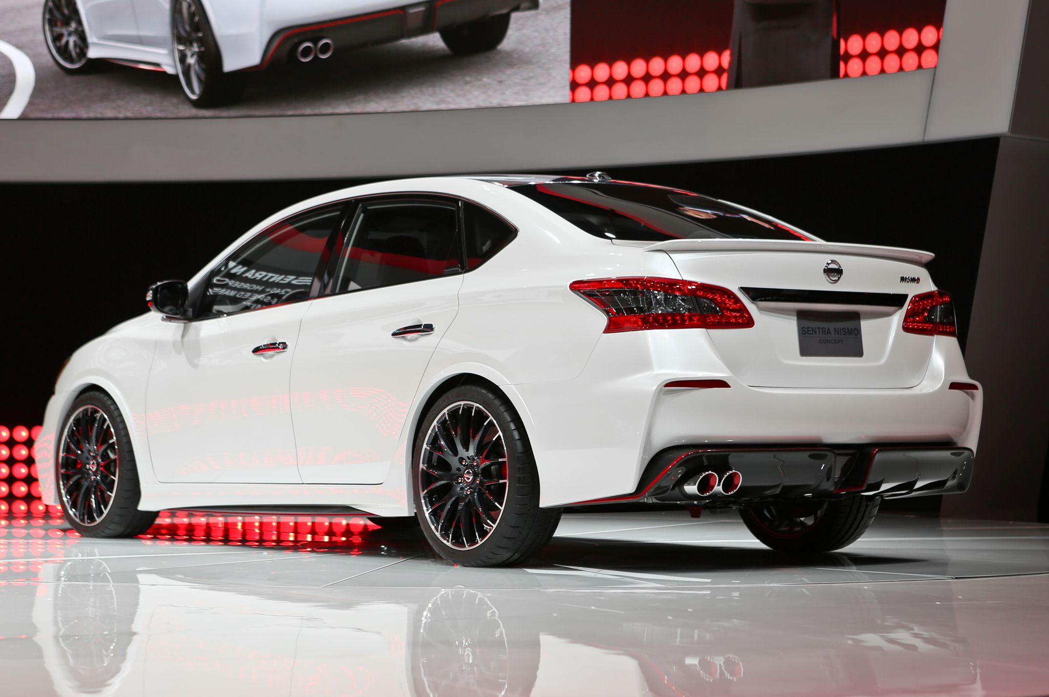2017 Nissan Sentra Nismo Rear Picture