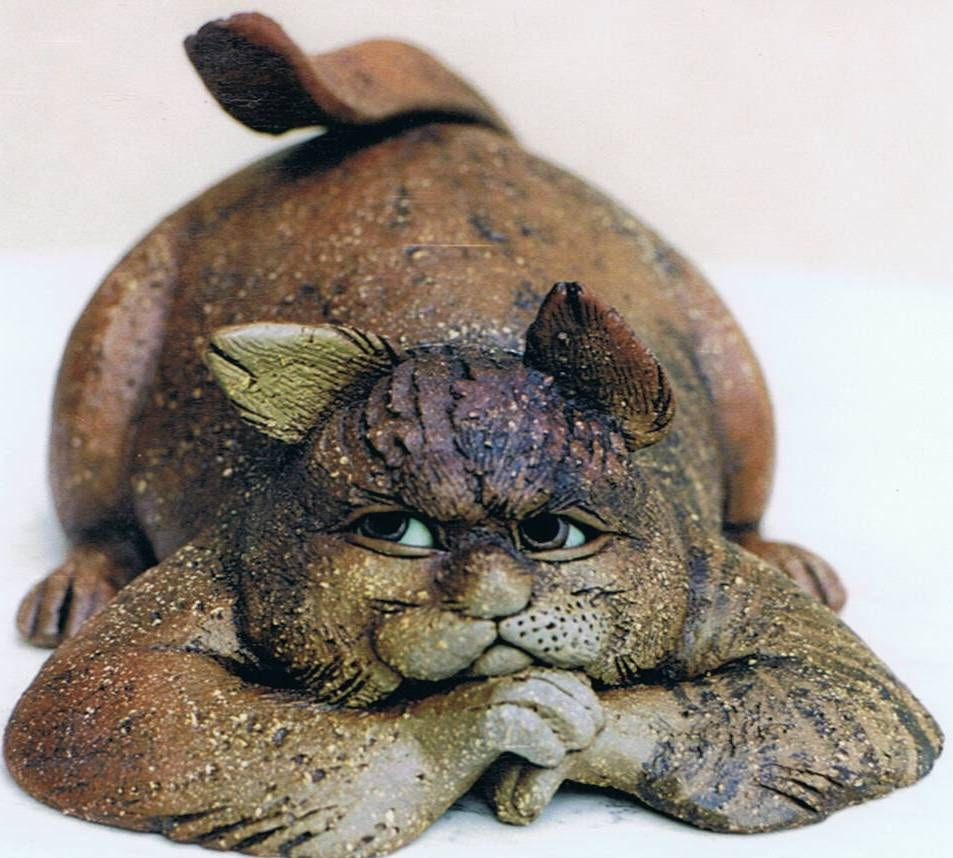 Katzen aus ton f r haus und garten keramik keramik katzen und keramik ideen - Keramik katzen fur garten ...