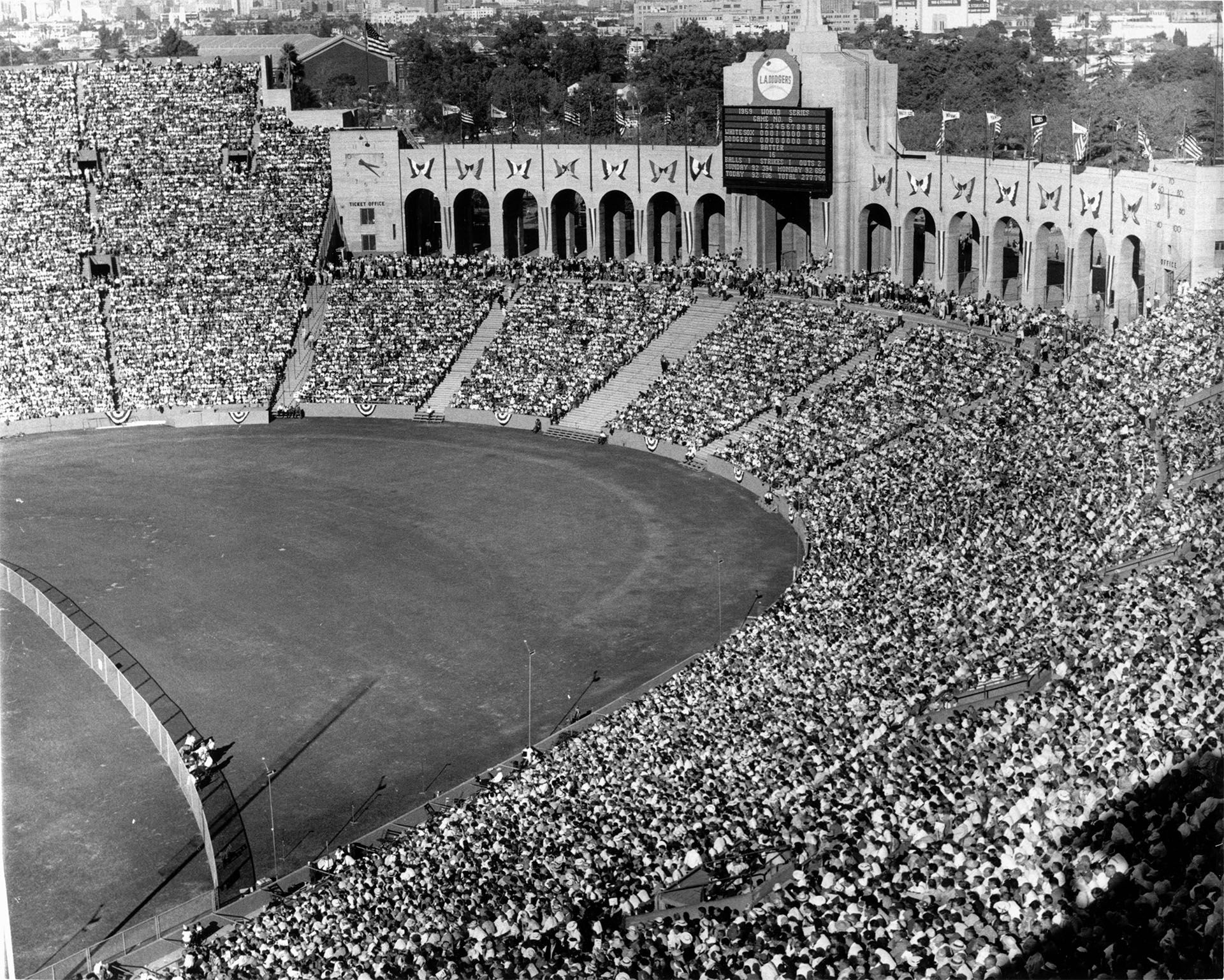 Pin By Roderick Mcnealy On Los Angeles Memorial Coliseum Field