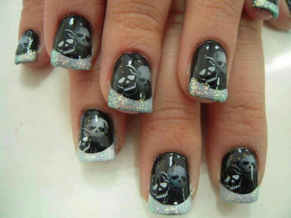 Skull black and silver Halloween acrylic nails | Halloween ...