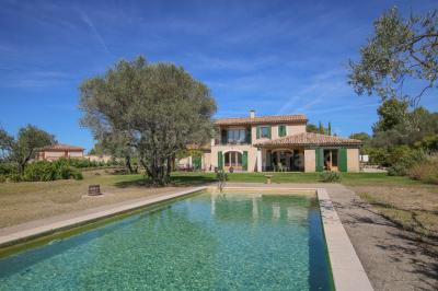 Villa For Sale With Swimming Pool Near Gigondas Janssens Immobilier Provence Swimming Pools Villa Provence