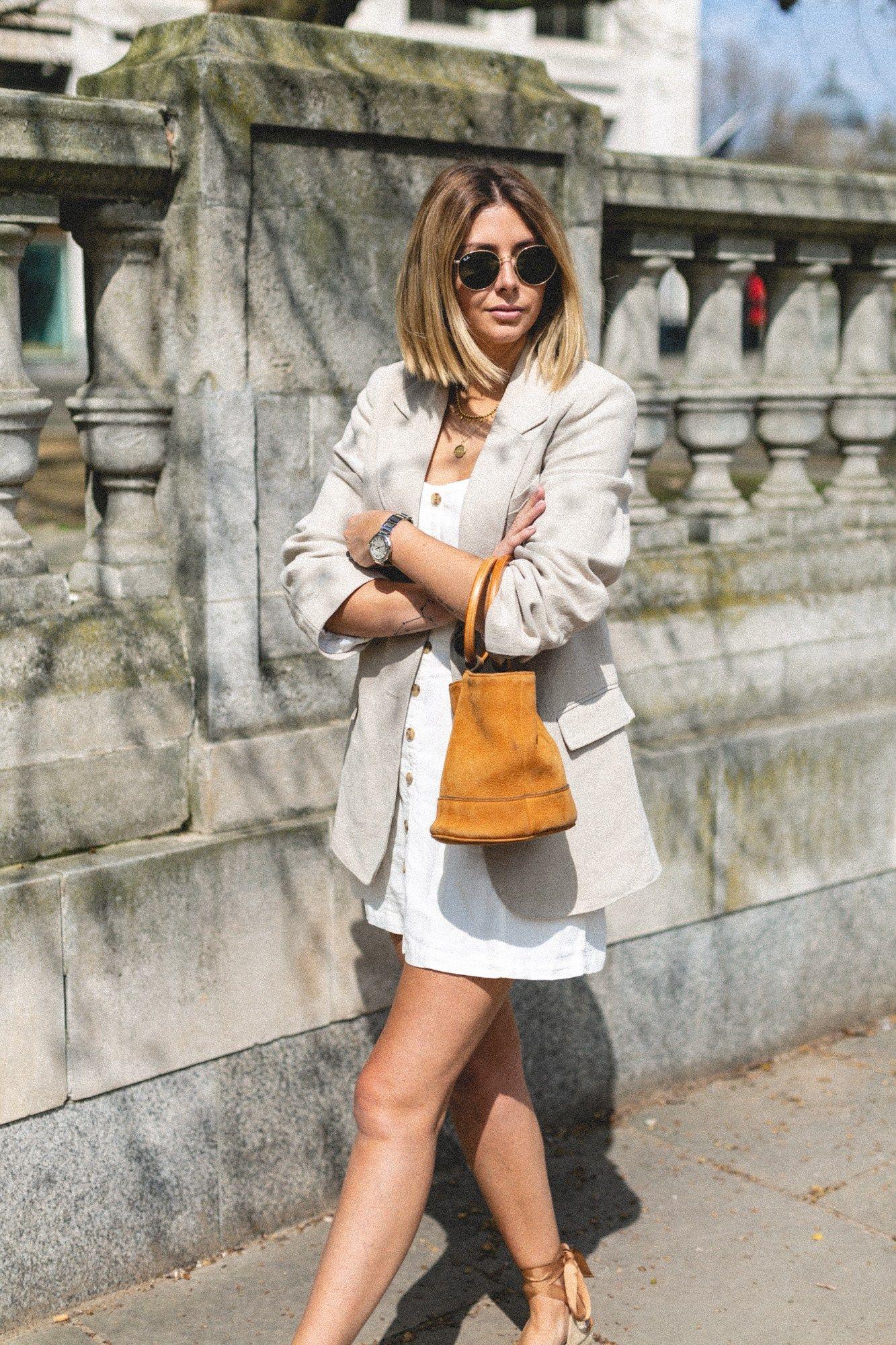 061d783ffd5 Emma Hill wears linen blazer, linen sun dress, simon miller bonsai ...