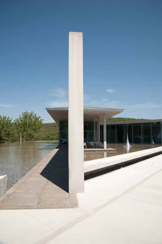 Art center chateau la coste france designed by tadao - Architecte japonais tadao ando lartiste autodidacte ...