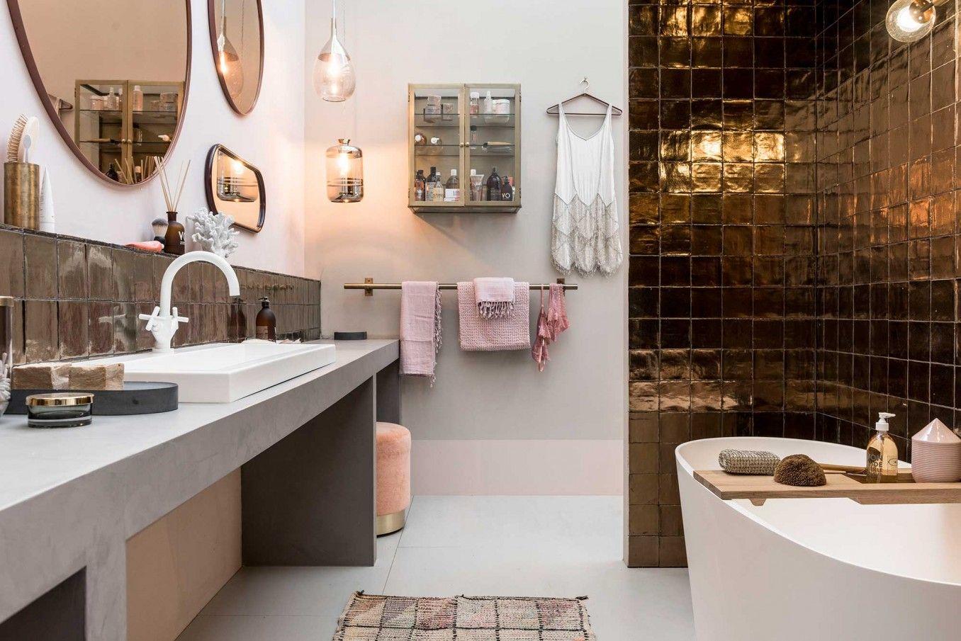 Badkamer met koperen tegels vtwonen huis op de vt wonen&design beurs ...