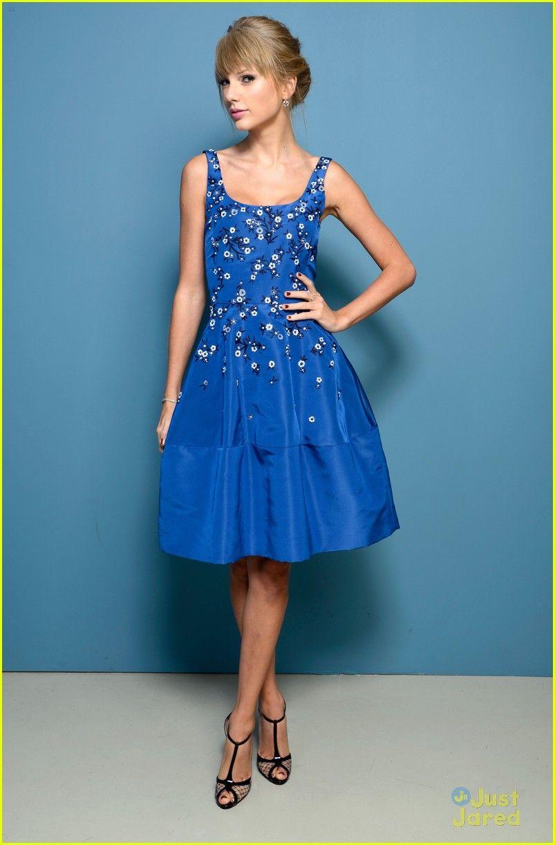 Taylor Swift is beautiful in a blue Oscar de la Renta dress Cathy