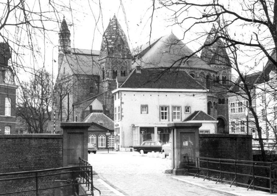 graanmarkt-1963-vauit-ingang-stadspark.