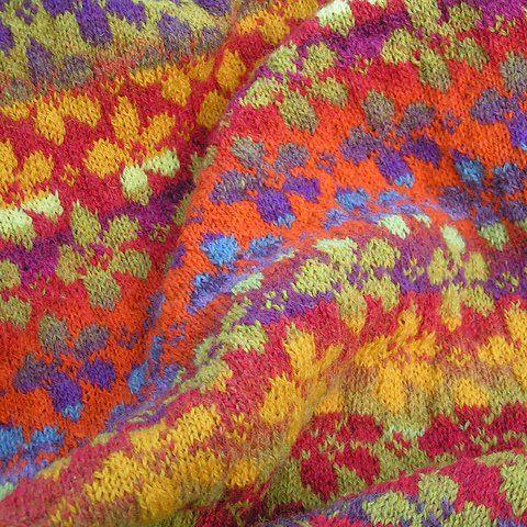 Daisy (Tusindfryd) pattern by Ruth Sorensen   Shawl, Fair isles ...