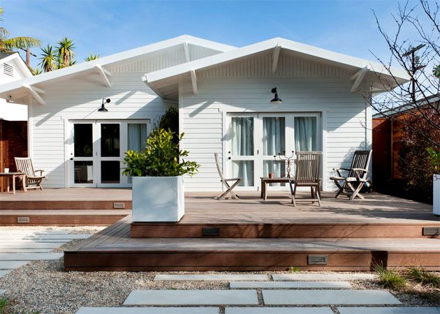 Kind Of Love This Deck With The House Style O U T D O O R Modern Deck House Deck Weatherboard House