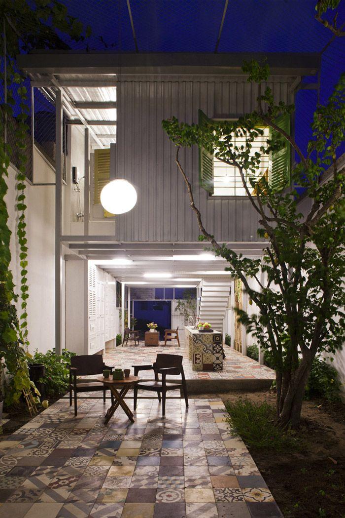 Industrial Steel Stilt House With Open Main Level Desain Rumah