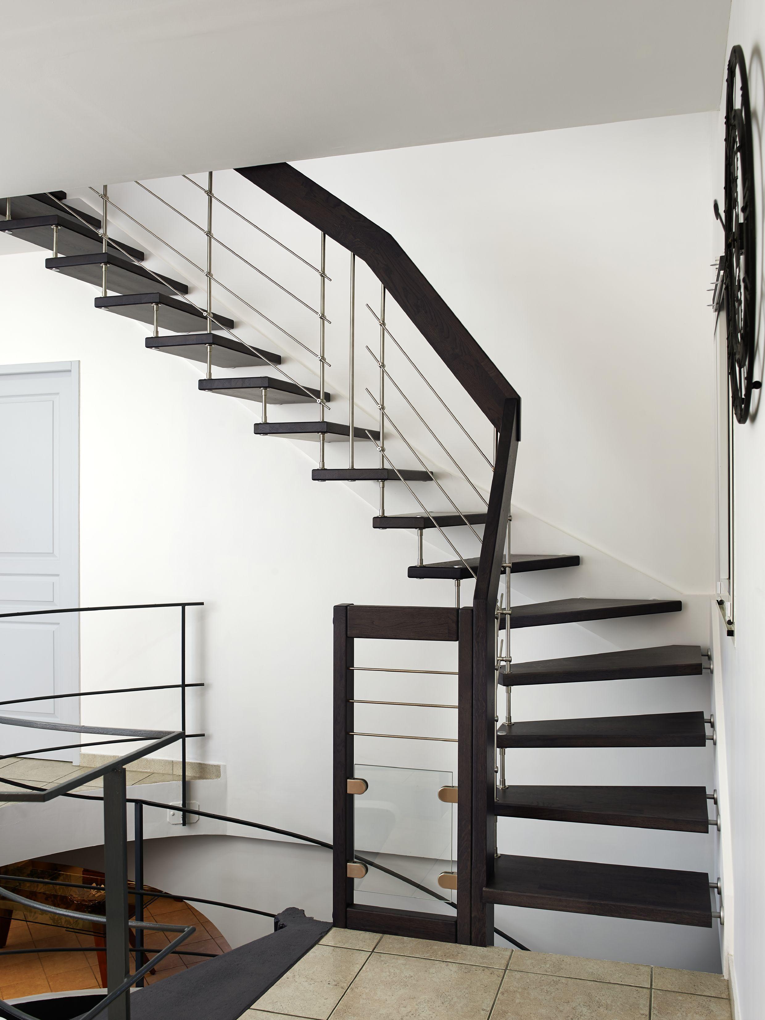 ici un garde corps en bois et inox qui s 39 accorde parfaitement aux couleurs de l 39 escalier plus. Black Bedroom Furniture Sets. Home Design Ideas