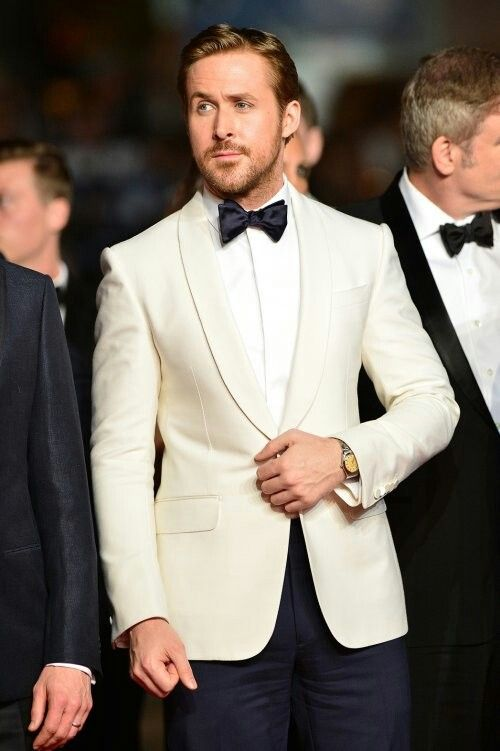 Ryan Gosling In A Ralph Lauren Purple Label Ivory Dinner Jacket And Navy Tuxedo Pants At The Nice Guys Premiere On May 15